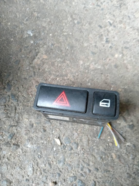 Кнопка (выключатель)